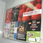 реклама перед лифтом